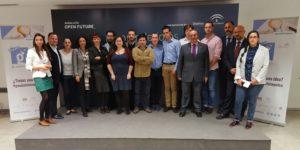 Foto de familia de proyectos, expertos, mentores y organización de la primera edición de Guadalinfo Impulsa